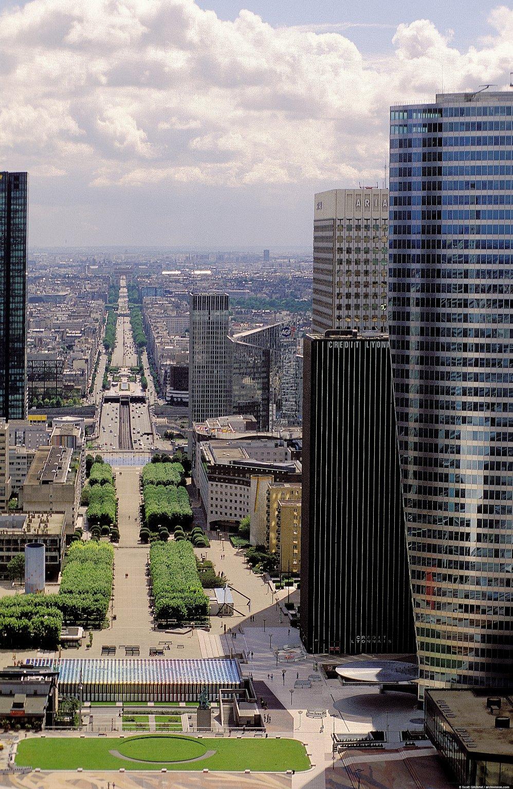 La Défense: Topographic Views