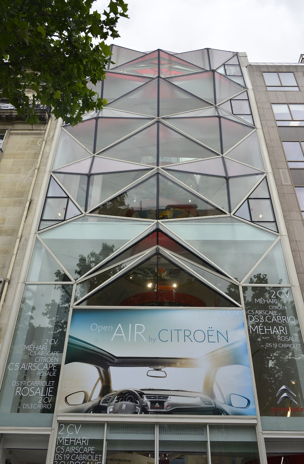 C42: Citroën Showroom