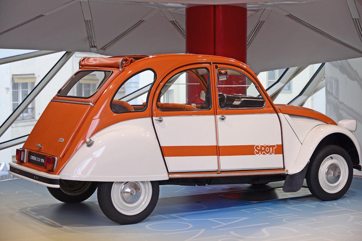 C42: Citroën Showroom