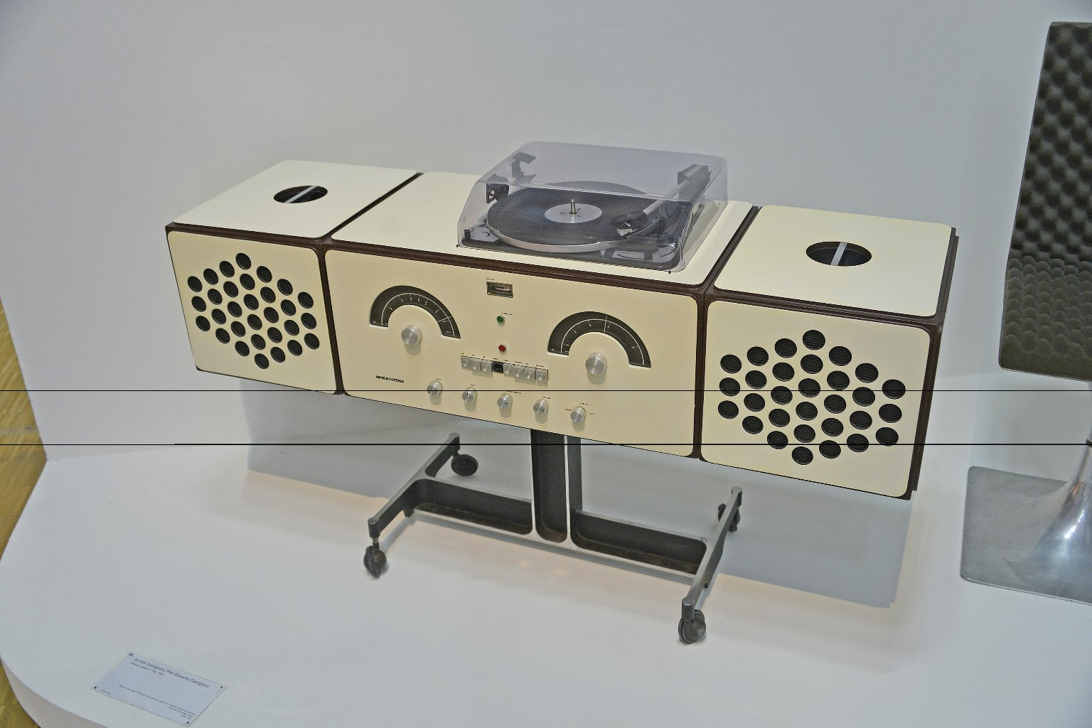 Hi-fi Stereo with Radio, Model rr 126