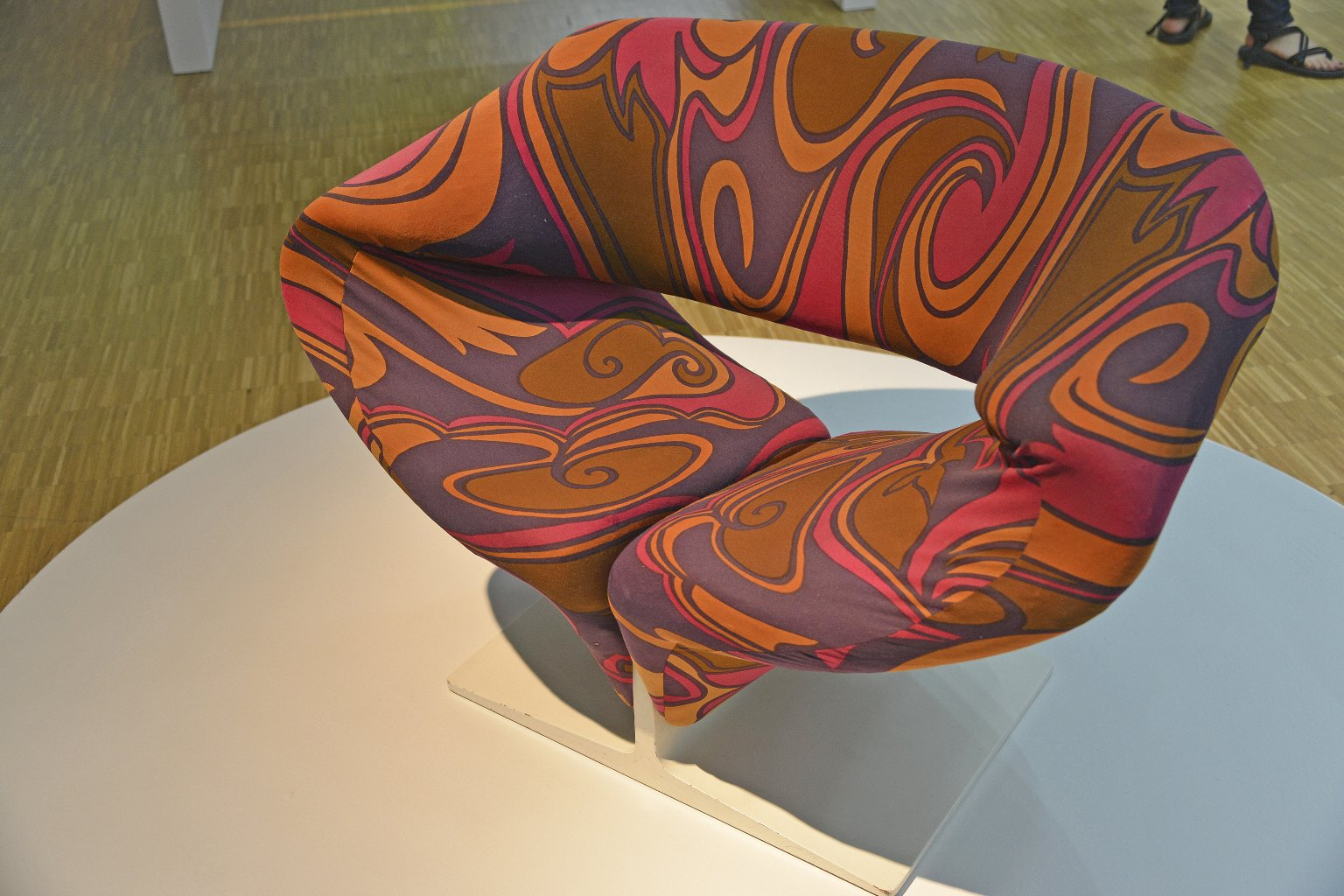 Ribbon Chair 582